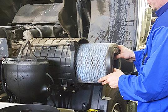 Замена воздушного фильтра на тягаче DAF