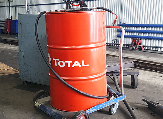 37 литров этого масла ушло на замену старому при ТО грузовика