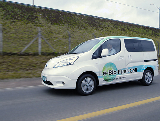 Nissan представил машину на твердооксидных топливных элементах