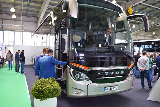 Автобус Setra с прозрачной крышей для перевозки спортивных команд