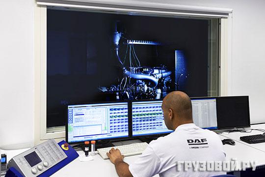На территории завода создана лаборатория Paccar, где изучают, тестируют и улучшают двигатели