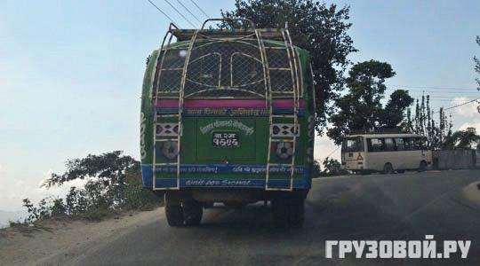 Драконы, тигры, Будда и Ленин: яркие впечатления о грузовиках Непала