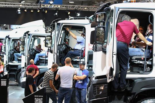 Продажи тяжелых грузовиков в Европе медленно растут