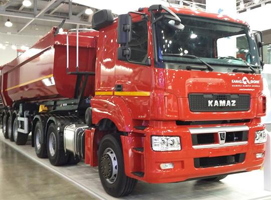 3-осный тягач КАМАЗ-65806, агрегатированный двигателем Mercedes-Benz