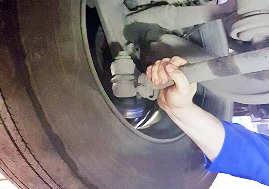 Проверка рулевых тяг тоже очень важна при техническом обслуживании