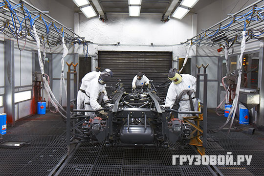 В покрасочной камере на заводе DAF в г. Эйндховен